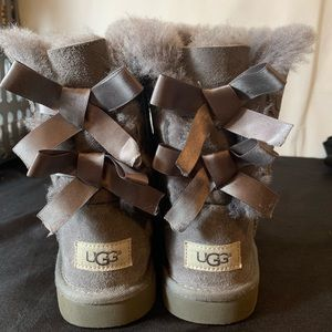 Little girls bailey bow uggs in gray